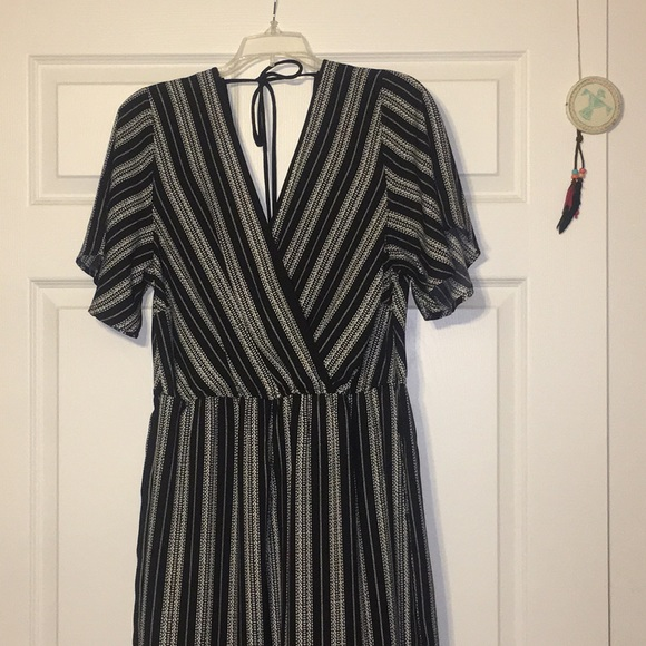 78dcbcec4377 NWOT Women s black and white stripe Jumpsuit. M 5b2c0a085c445227033b6bf2